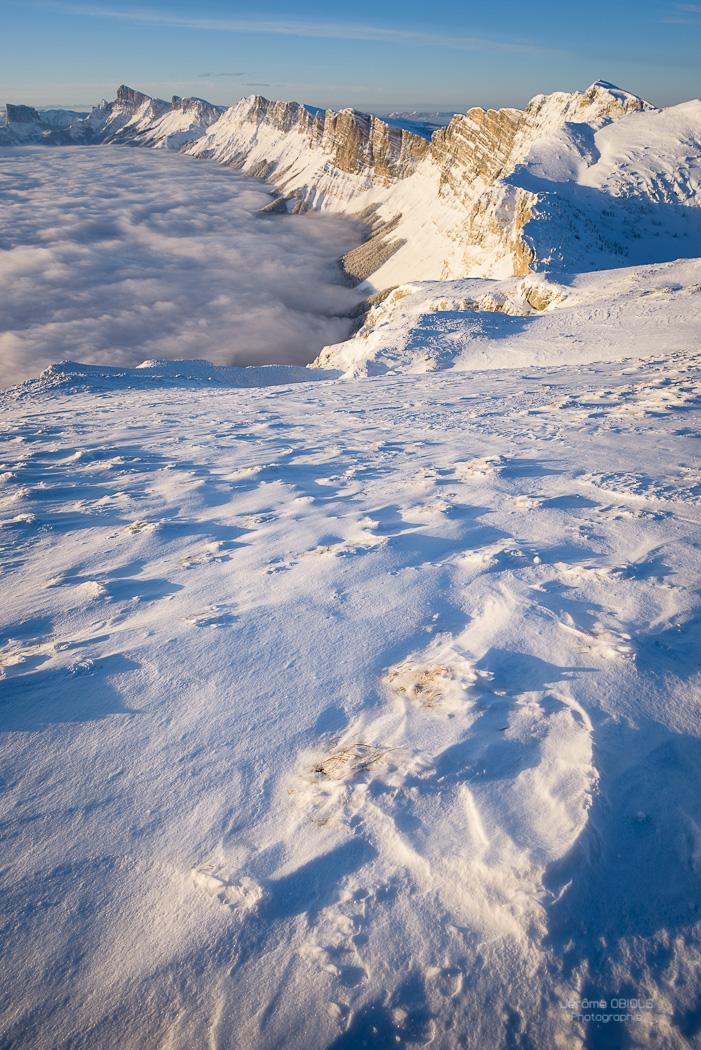 Neige sculptee par le vent dans le Vercors. Parc Regional Naturel du Vercors.