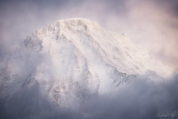 L'Aiguille du Goûter et le Refuge du Gouter en hiver au coucher de soleil