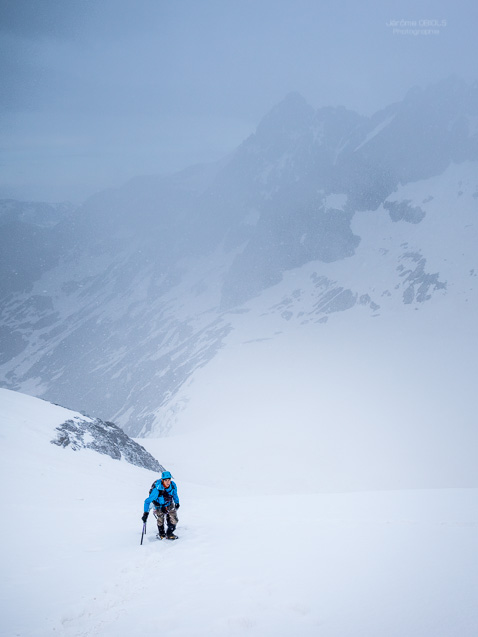 Alpinistes arrivant au col du Replat