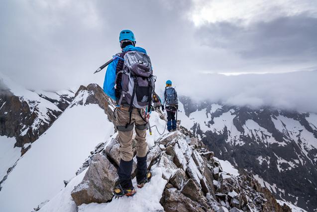 Alpinistes au sommet de la Tete Sud du Replat