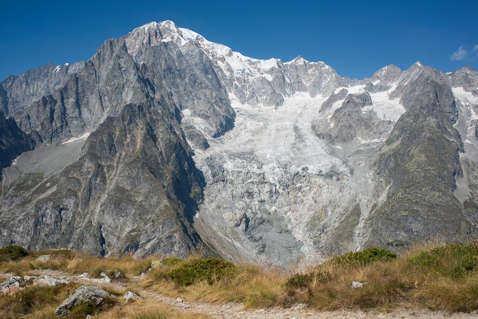 Versant italien du Mont-Blanc avec la langue terminale du glacier du Freney