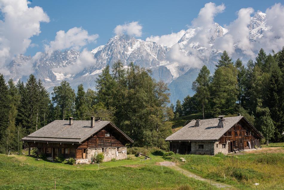 Chalets de Charousse, chalets en bois traditionnels en montagne