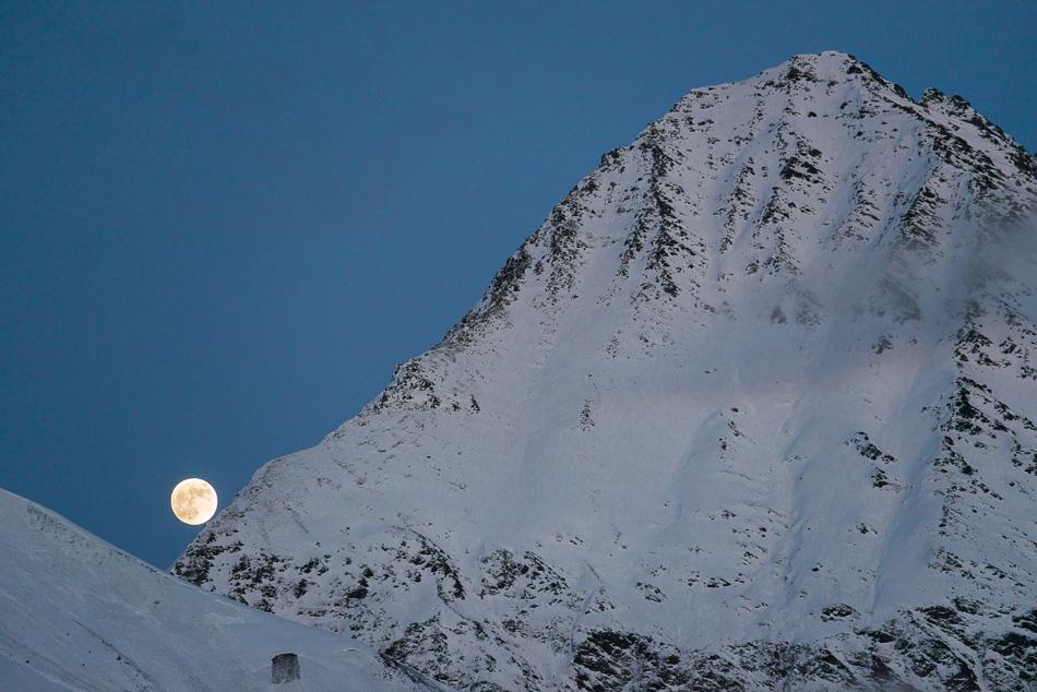Lever de lune au col du Tricot
