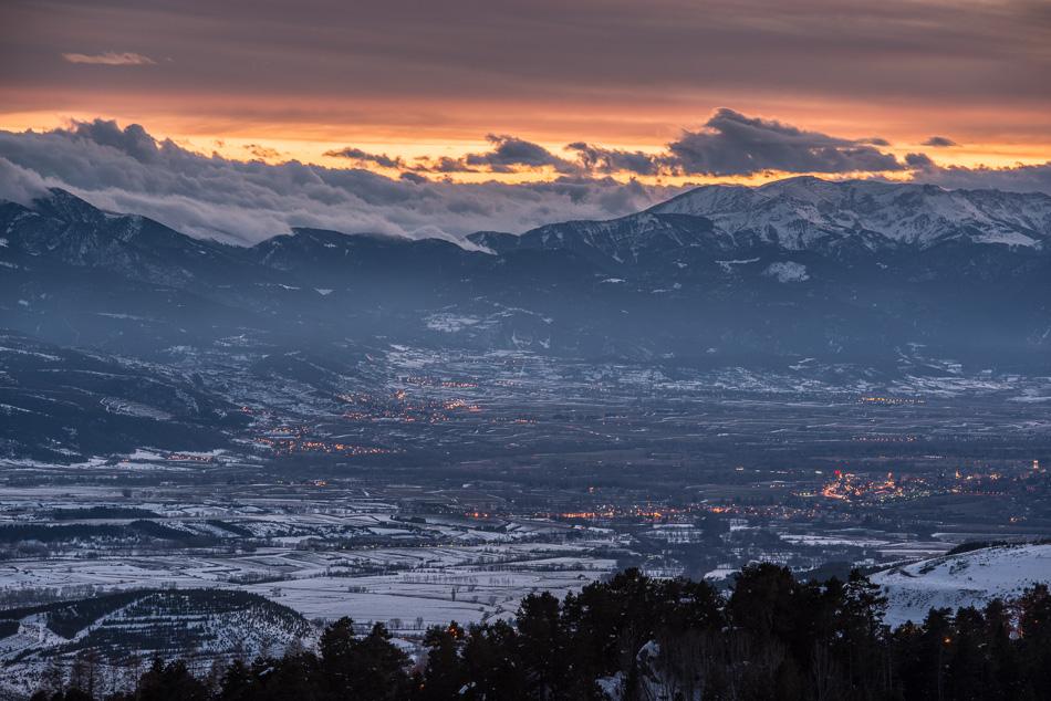 Crépuscule sur Bourg Madame et la Sierra del Cadi