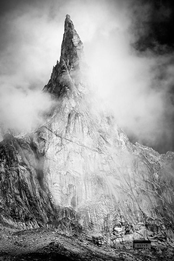 Aiguille Dibona en noir et blanc