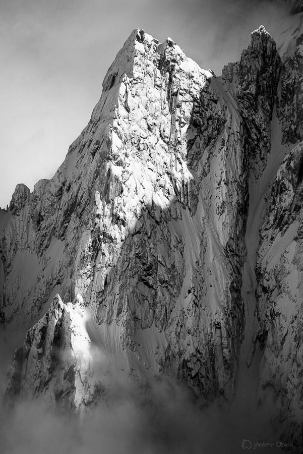 Aiguille des Pèlerins en noir et blanc