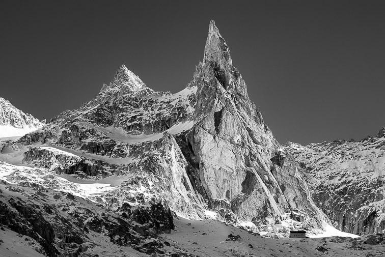 Aiguille Dibona en Noir et Blanc sous la neige