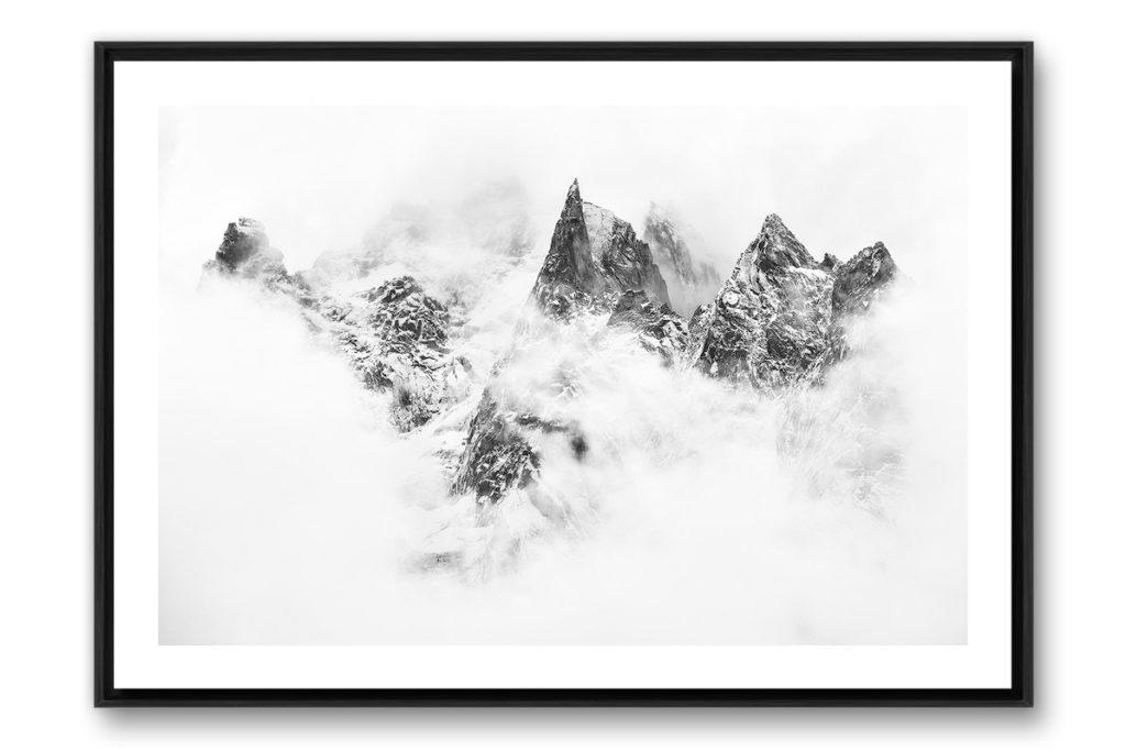 Photo d'art noir et blanc de montagne en caisse americaine noire avec bord blanc