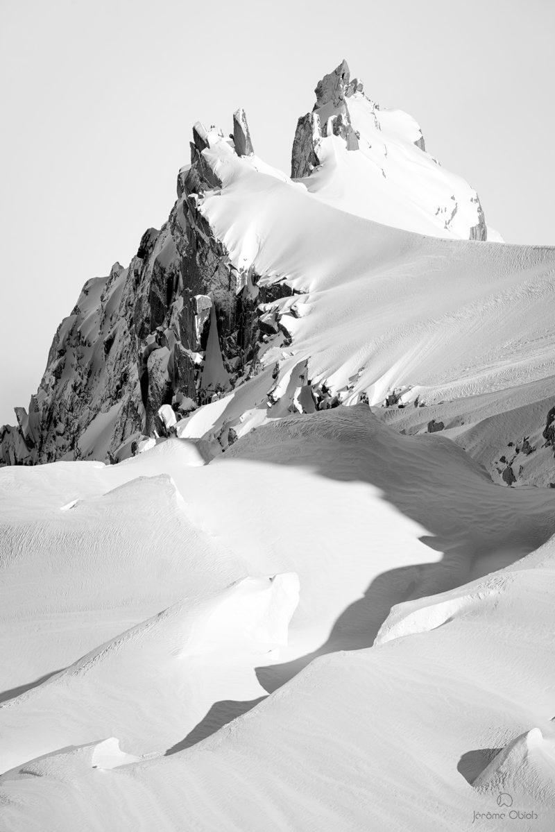 Photos d'art noir et blanc - Aiguille des Deux Aigles en noir et blanc - photographie alpine noir et blanc