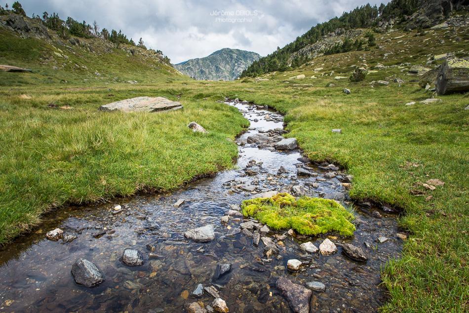 Ruisseau dans le vallon de la Peira Escrita et le pic de Pla de Bernard