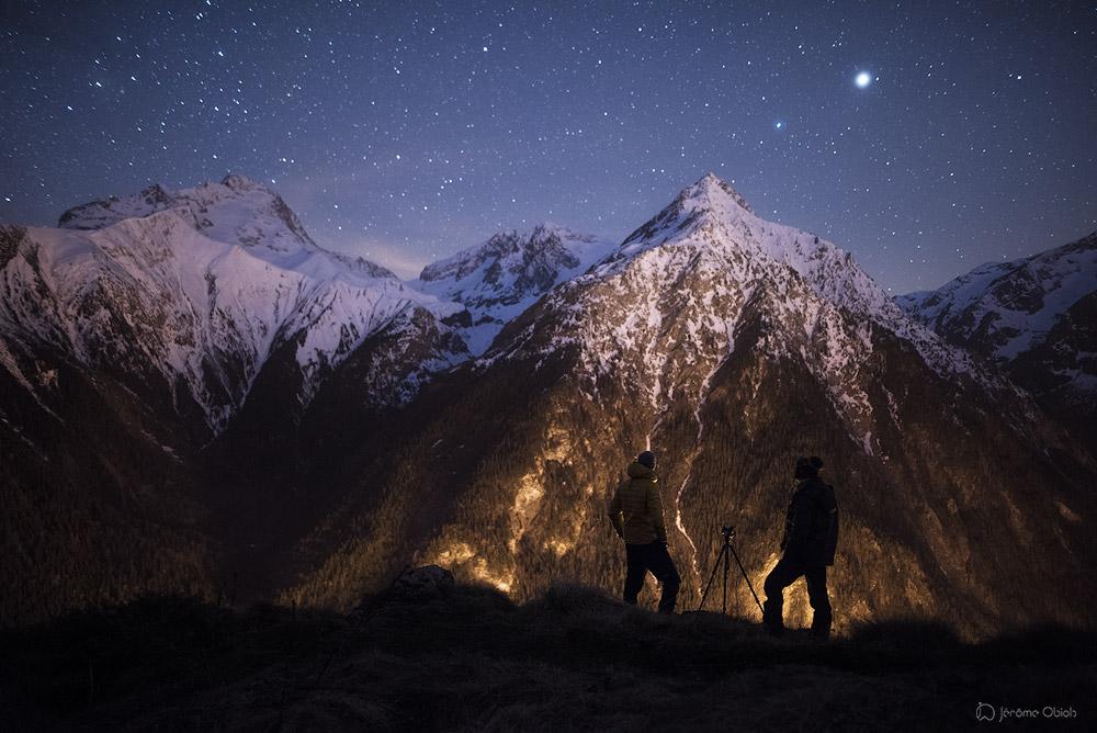 Photographes de nuit dans les Ecrins sous les etoiles. Massif des Ecrins.