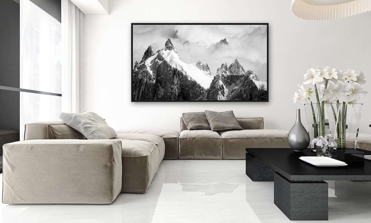 Interieur salon moderne avec photo d'art montagne noir et blanc