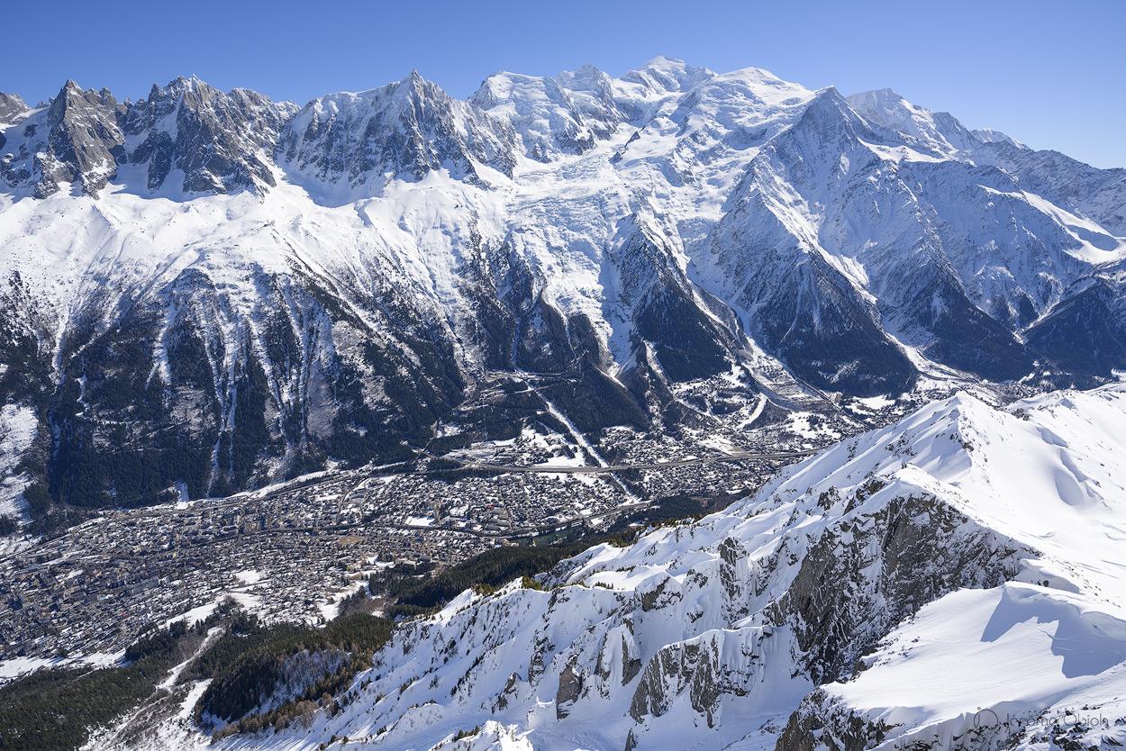 Mont-Blanc et la vallée de Chamonix enneigée en hiver