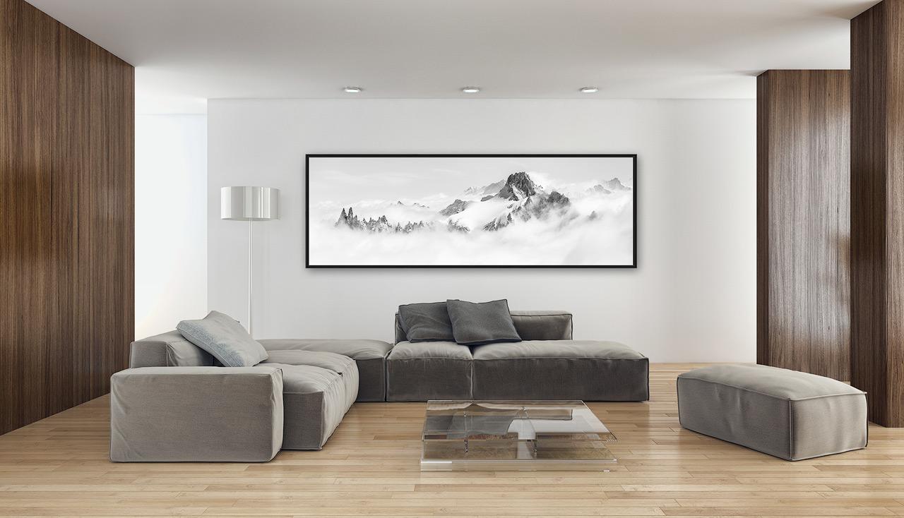 Photo panoramique de montagne dans un salon d'intérieur moderne